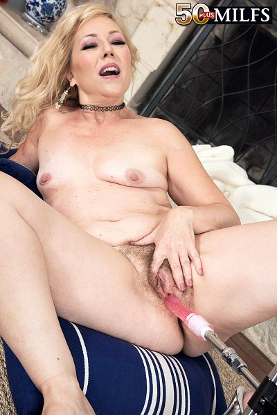 Justine - Solo MILF photos