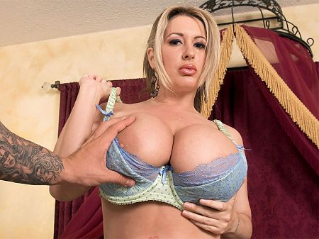 Summer Sinn - XXX Big Tits video