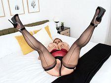 Julia Jones' Triple-G Fascinators