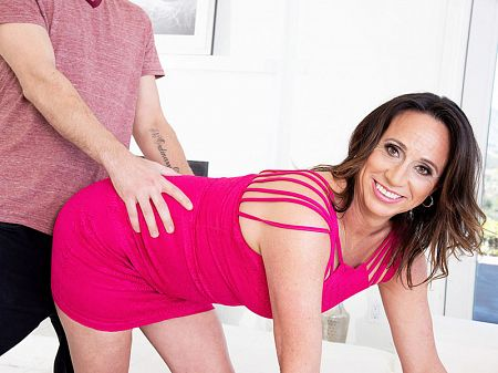 Raelynn Raines - XXX MILF video