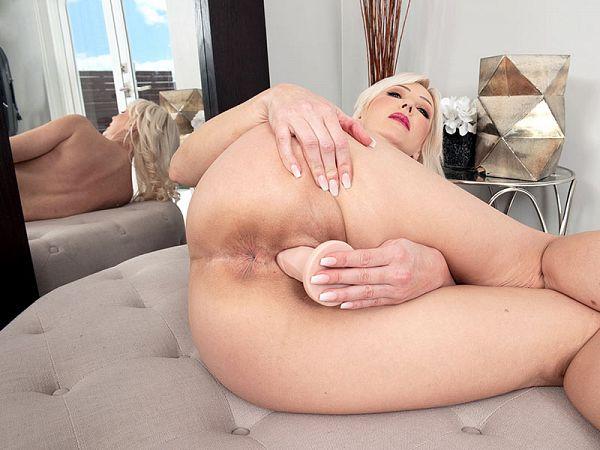 Busty Victoria's big warmup