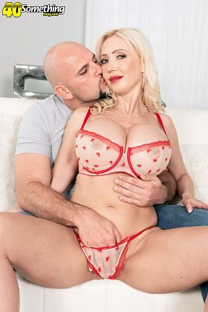 J Mac - XXX MILF photos