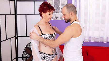George Lee - XXX Granny video