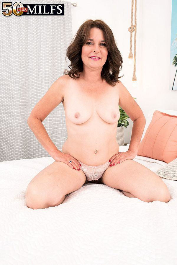 Kelly Scott teases and pleases