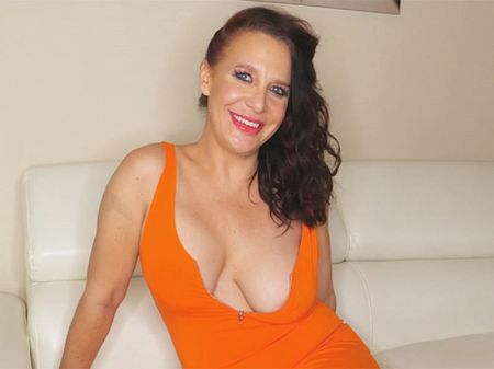 Cora Comfort - Interview MILF video