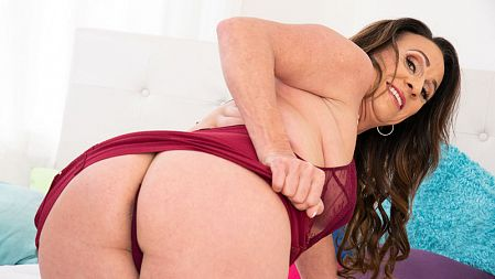 Raelynn Raines - Solo MILF video