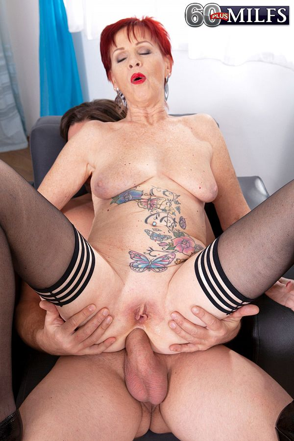 Granny gets ass-fucked