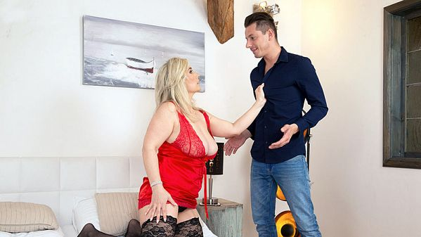 Nick Ross Big-boobed Sandy fucks a 28-year-old
