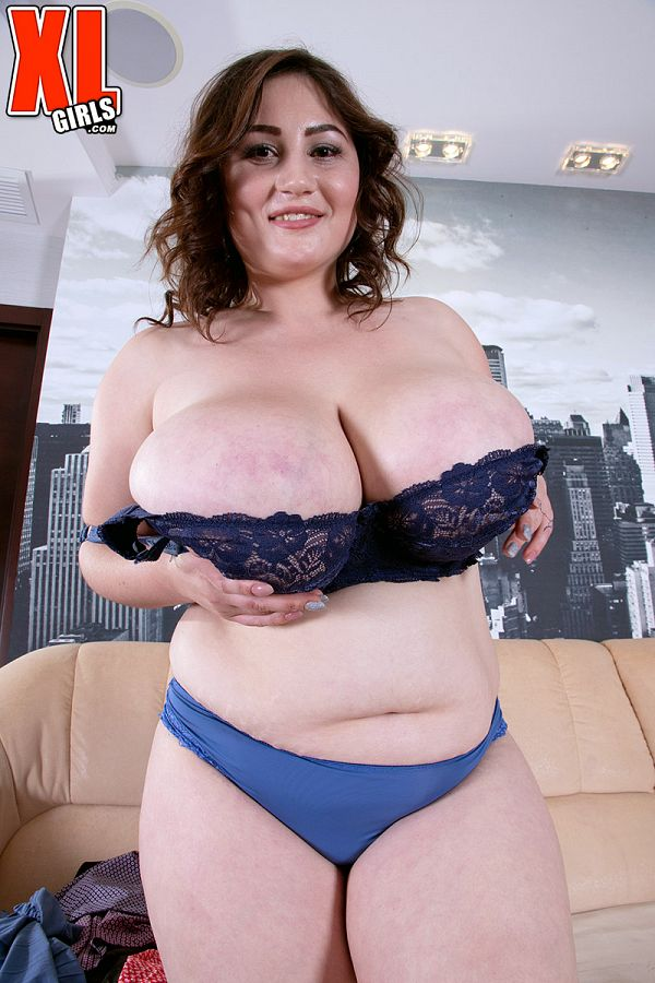 Ivanna Lace In The Undressing Room