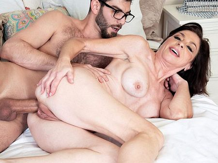 Cashmere's anal afternoon