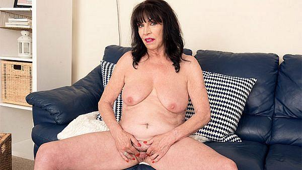 Christina cums