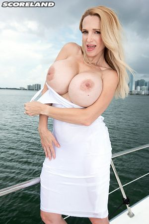 Billi Bardot - Solo Big Tits photos