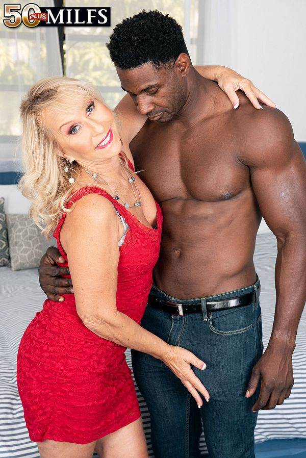 Sandy Pierce fucks a big, black cock