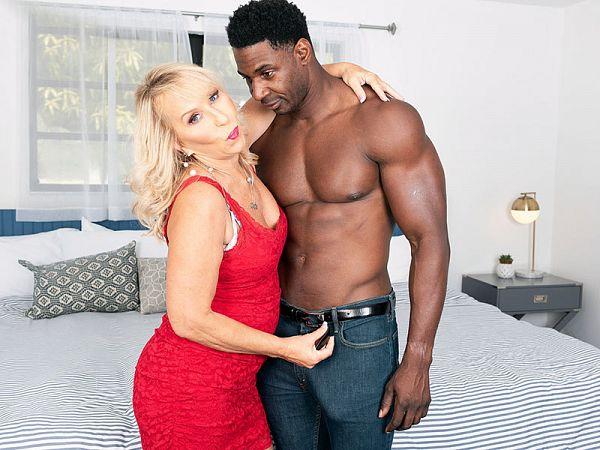 Sandy's surprise: a big, black cock to fuck!