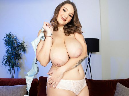 Daria - Solo Big Tits video