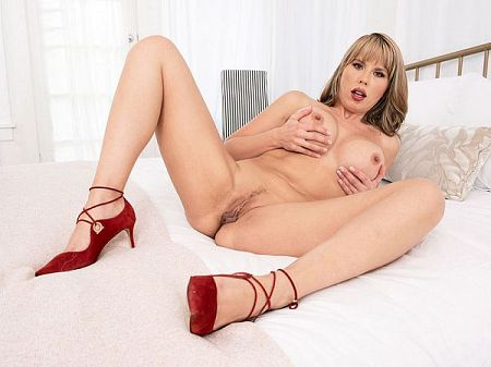 Jack-off instructions from a hot MILF