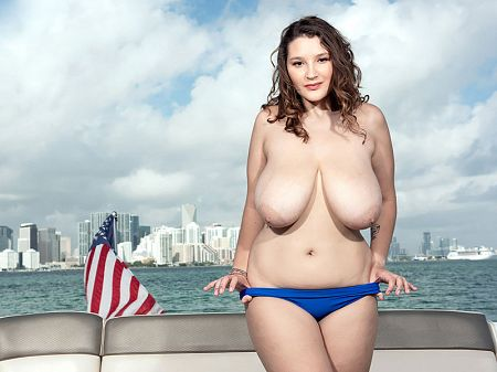 Daria - Solo Big Tits video