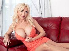Victoria Lobov Double-Penetrates Herself - סרטי סקס