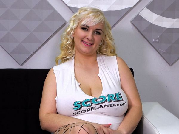 Tit Chat With Lola Paradise