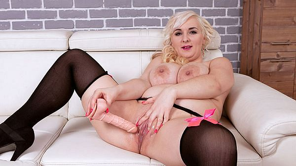 A Breast Paradise With Lola