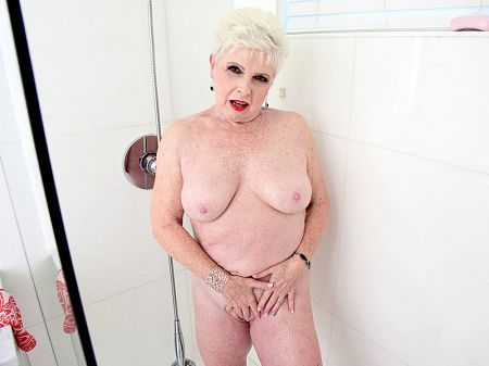 Shower time and more with Jewel