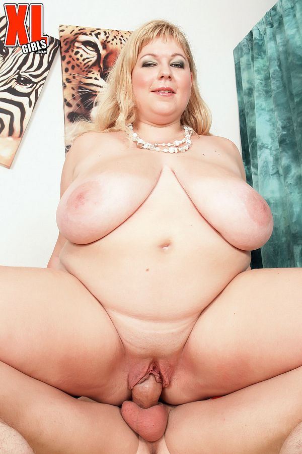 Angellyne Hart: Huge-Boobed Cum Fuck