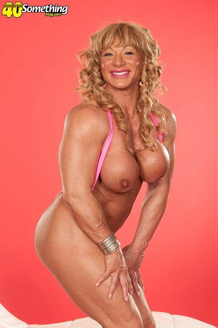 Kat Wiley: muscle MILF