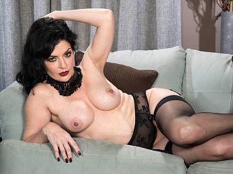 Hot body and fuck talk