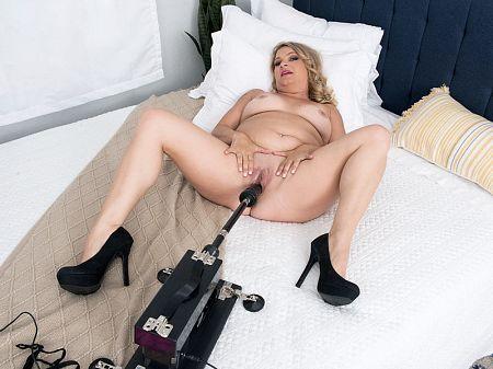 Dakota and the fuck machine
