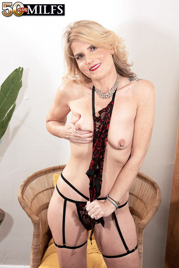 Alby Daor's lingerie and pussy show