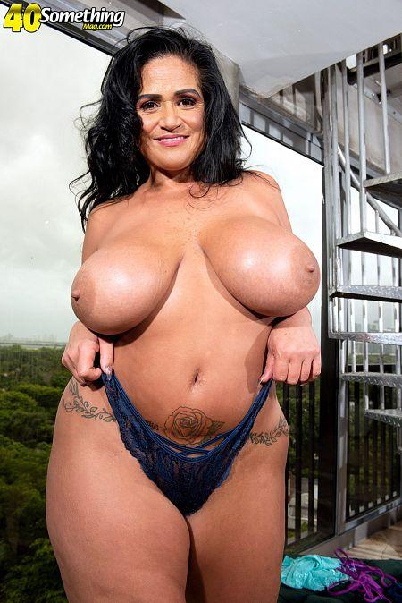 Big tits, big ass and lots of lingerie