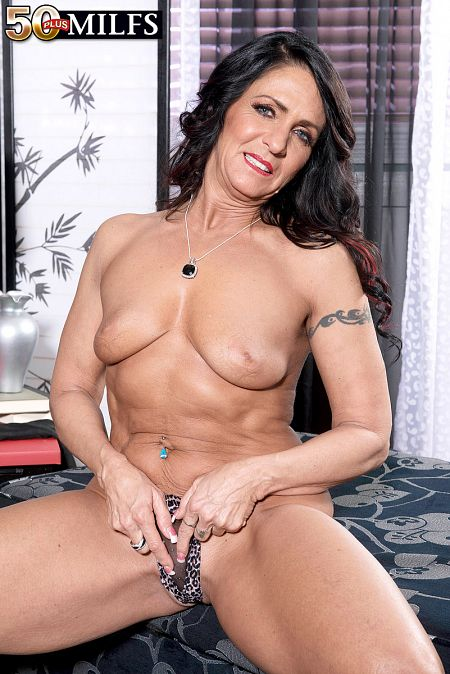Azure Dee's anal toy show