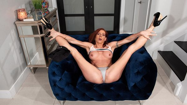 posting 66406 xl - MILF Gabby Lamb stretches out