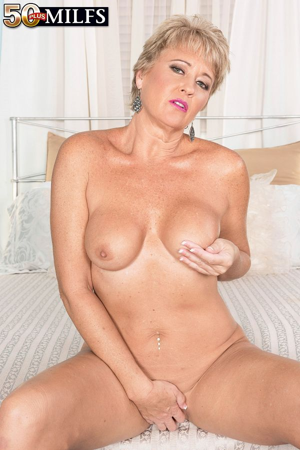 MILF Tracy wants you to jack off to her pussy
