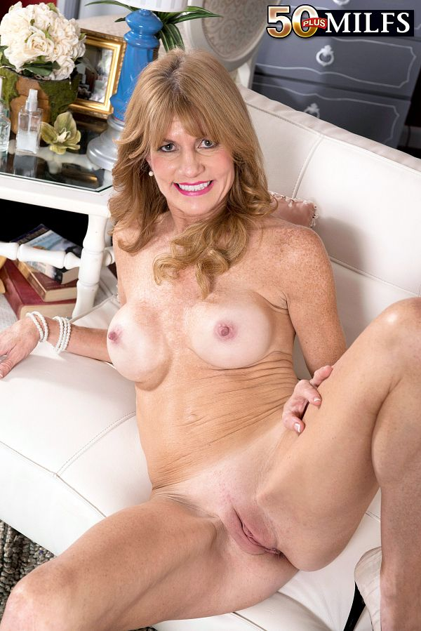 Denise goes deep into her pussy