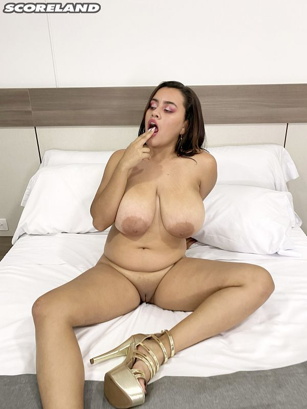 Kati Rico: Seriously Sexy At SCORELAND
