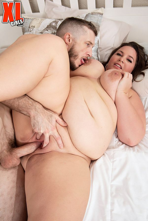 Leona Loba: XLGirl Craves The Cream of the Cock