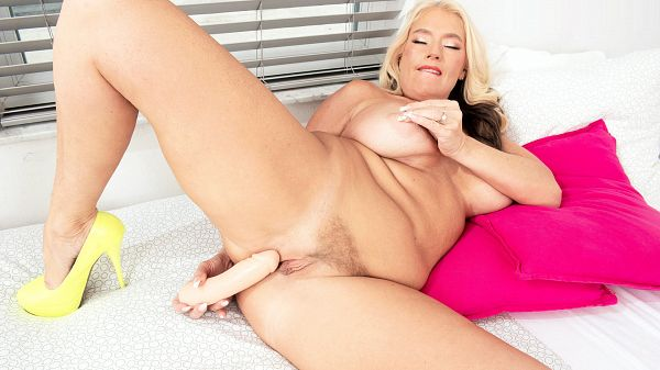 Maddie Cross: solo today, anal Thursday!