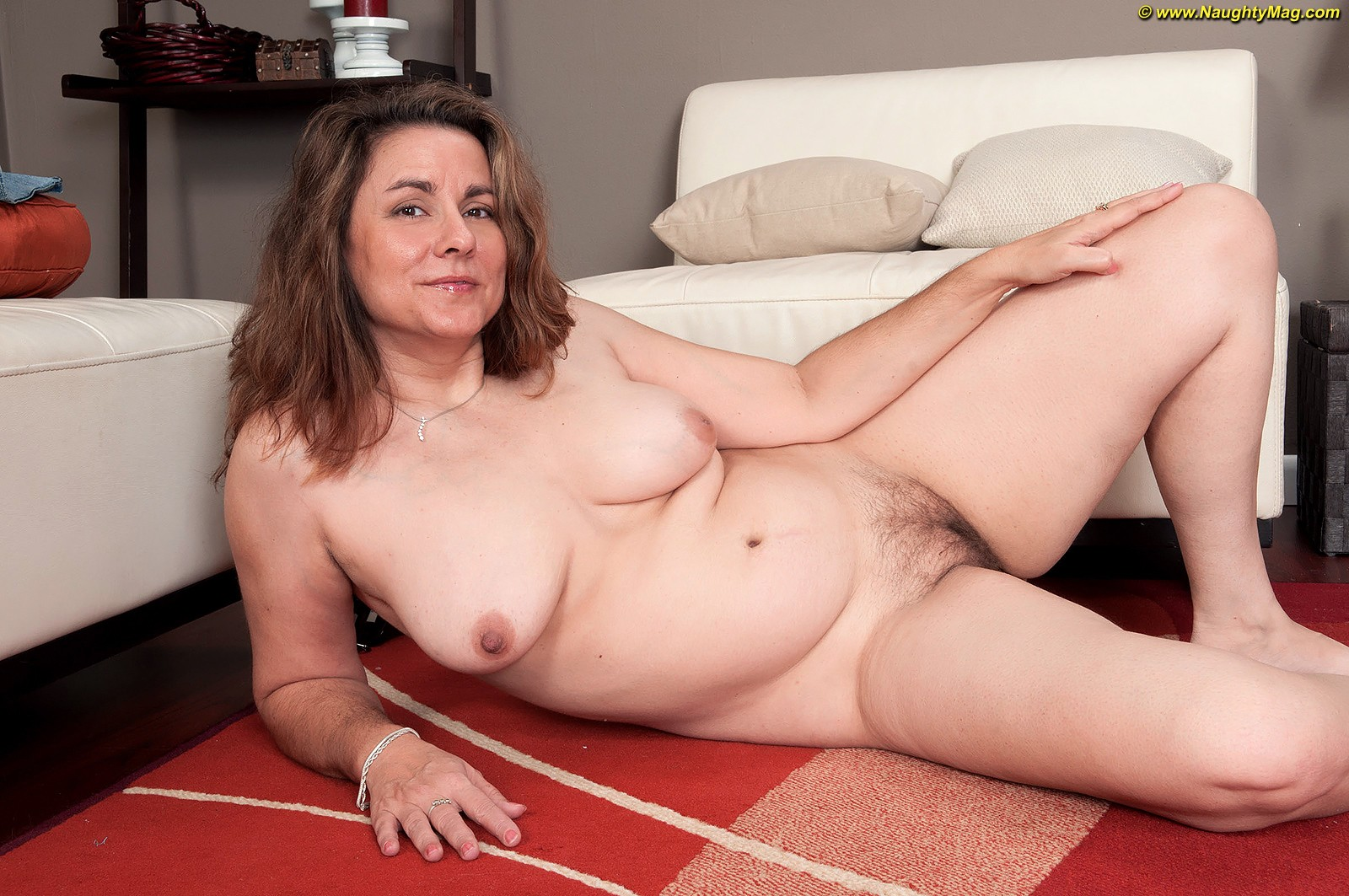 Girls middle age woman nud phote moms
