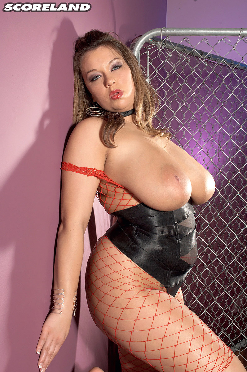 Chubby Victoria Lane in sexy fishnet