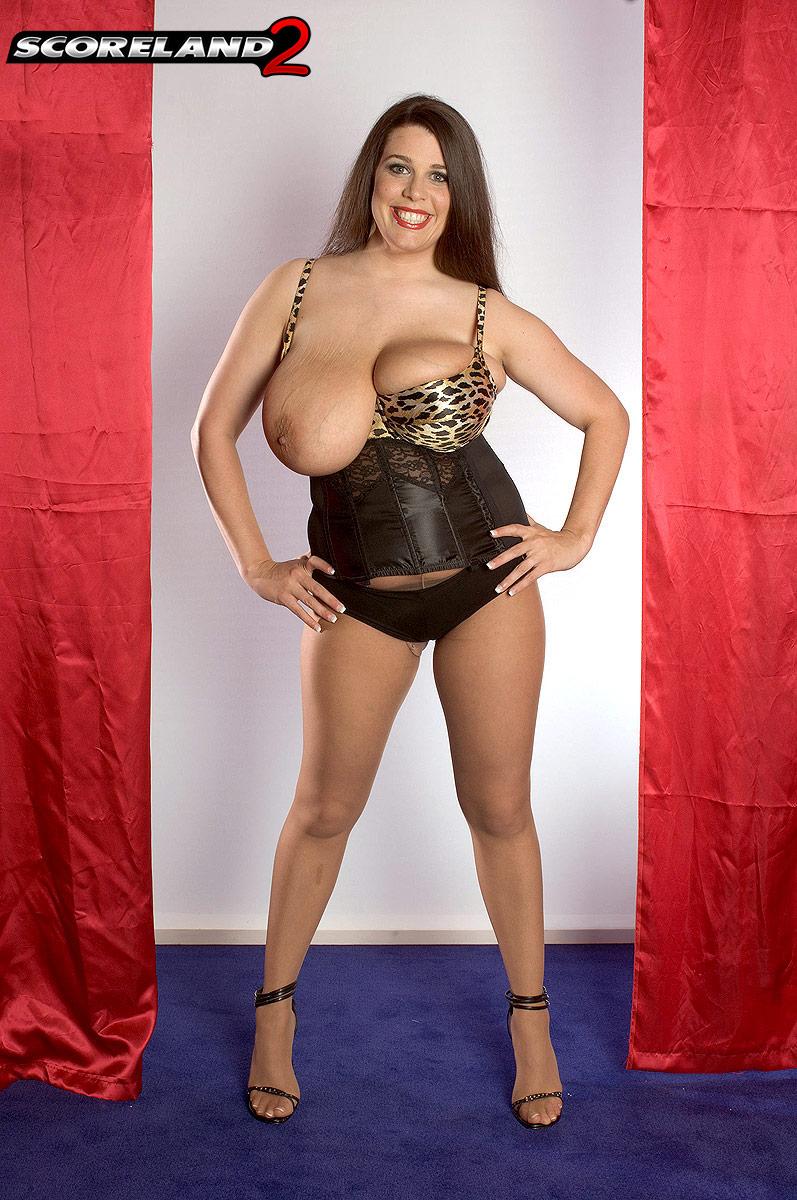 dallas-dixon-measures-and-wears-bra-she