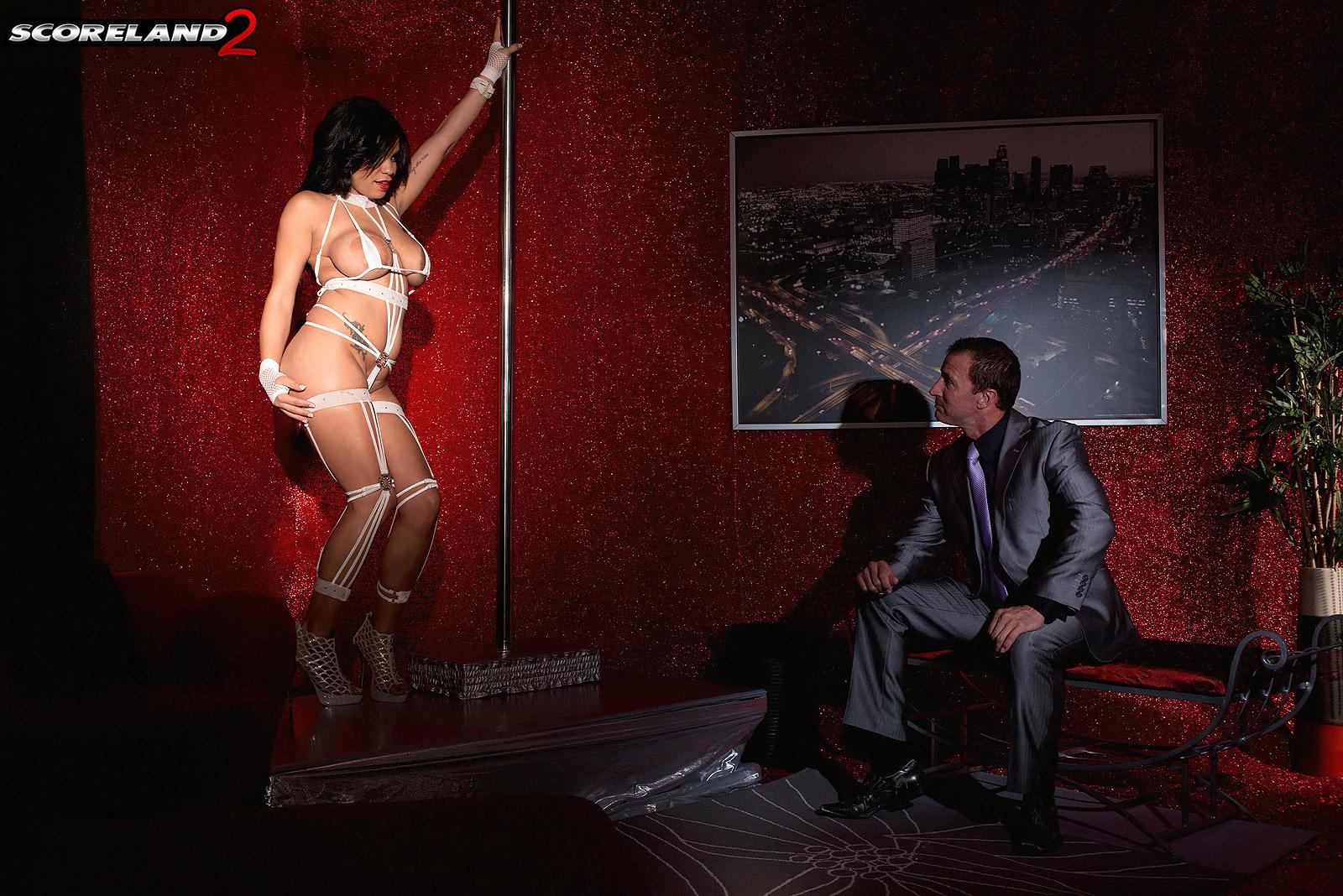 domash-striptiz-dlya-parnya
