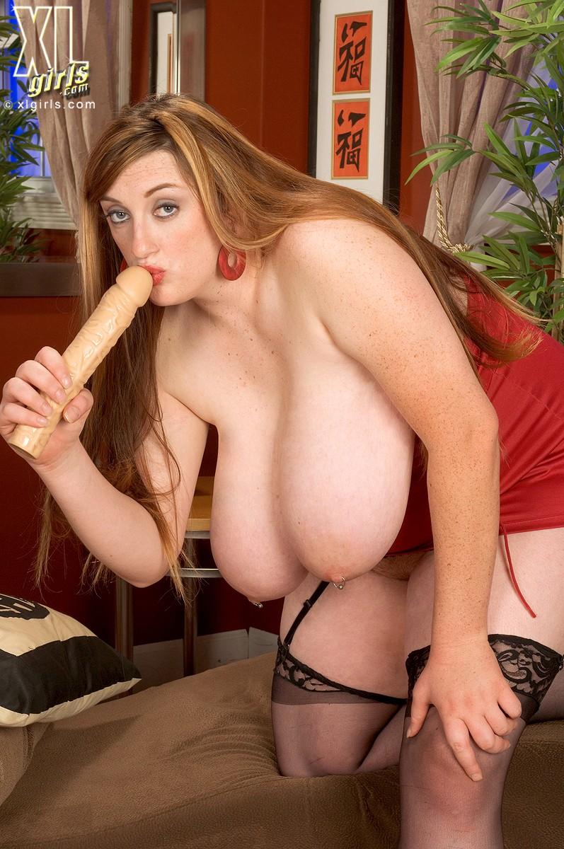 alice-webb-porn-women-stroking
