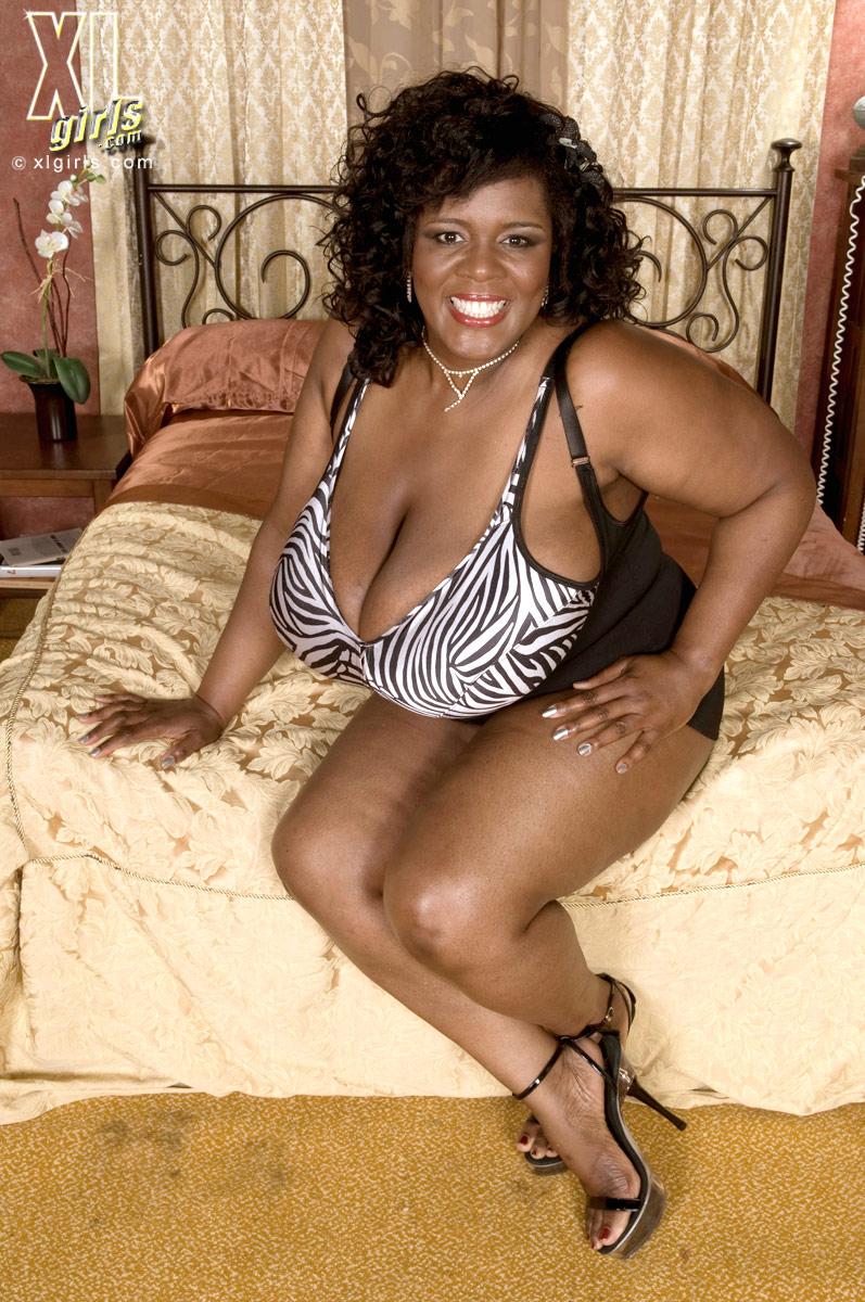 Big Natural Tits Ebony Solo