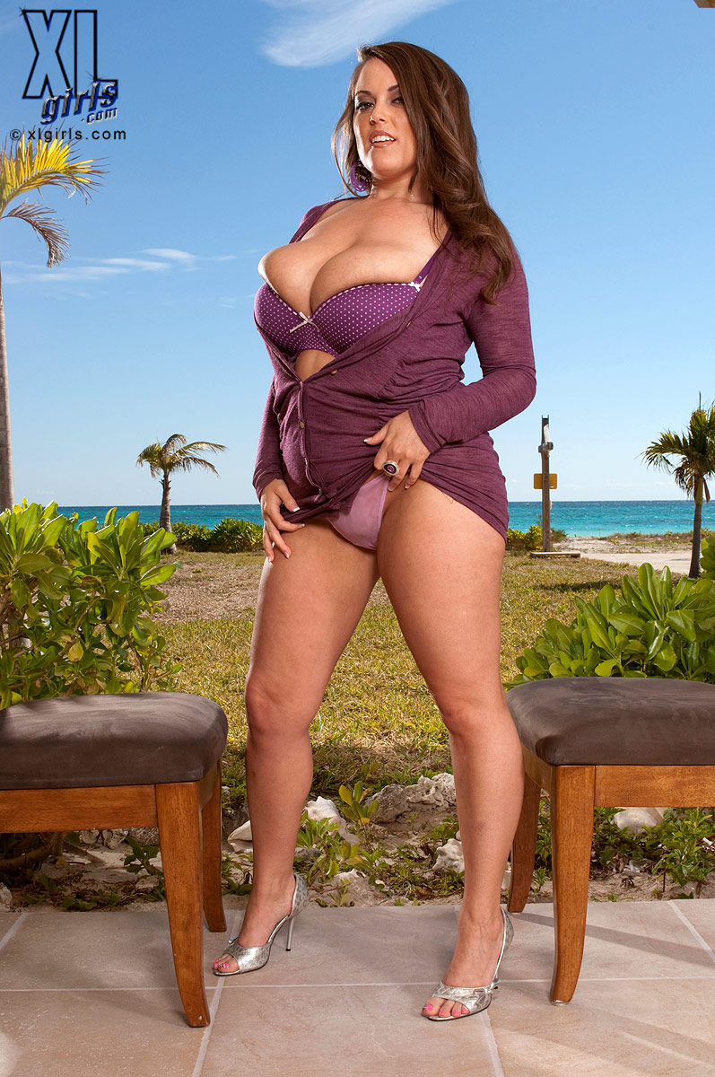 Taylor steele curvy women in sexy bikini pity