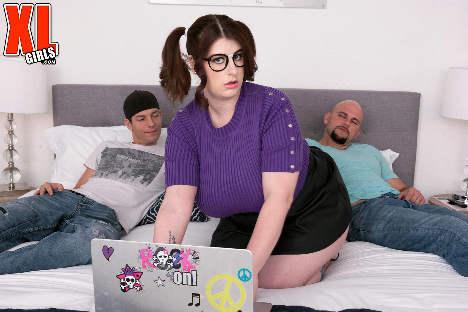 pussy art online